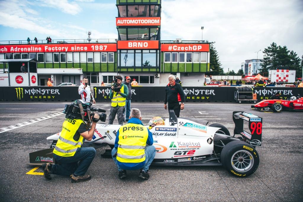 11-F3-Pole-Brno